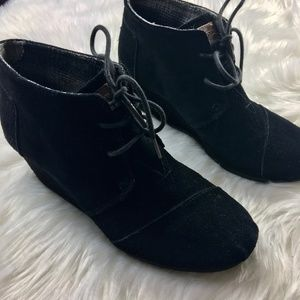 Toms Wedge suede booties black size 6.5
